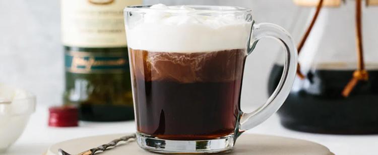 Spékeld meg kávédat egy kis alkohollal!